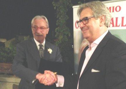 Vittorio Feltri riceve da Armando Manocchia il premio Oriana Fallaci