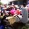 Islamisti indonesiani, con donne e bambini, attaccano (ancora) cristiani a Bekasi