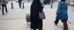 """Bruxelles: """"Sharia per il Belgio"""", protesta islamica per il fermo di una donna in burqa"""