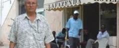Profughi in hotel protestano a pugni e calci per il cibo: concessa cuoca africana