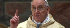Attentato Parigi, Bergoglio: la violenza non risolve nulla