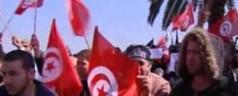 """Tunisia: salafiti """"sharia nella costituzione"""". Il governo frena"""